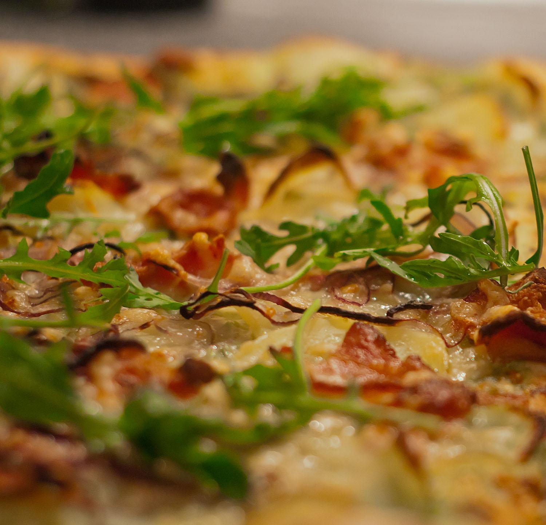 hjemmelavet tomatsovs pizza
