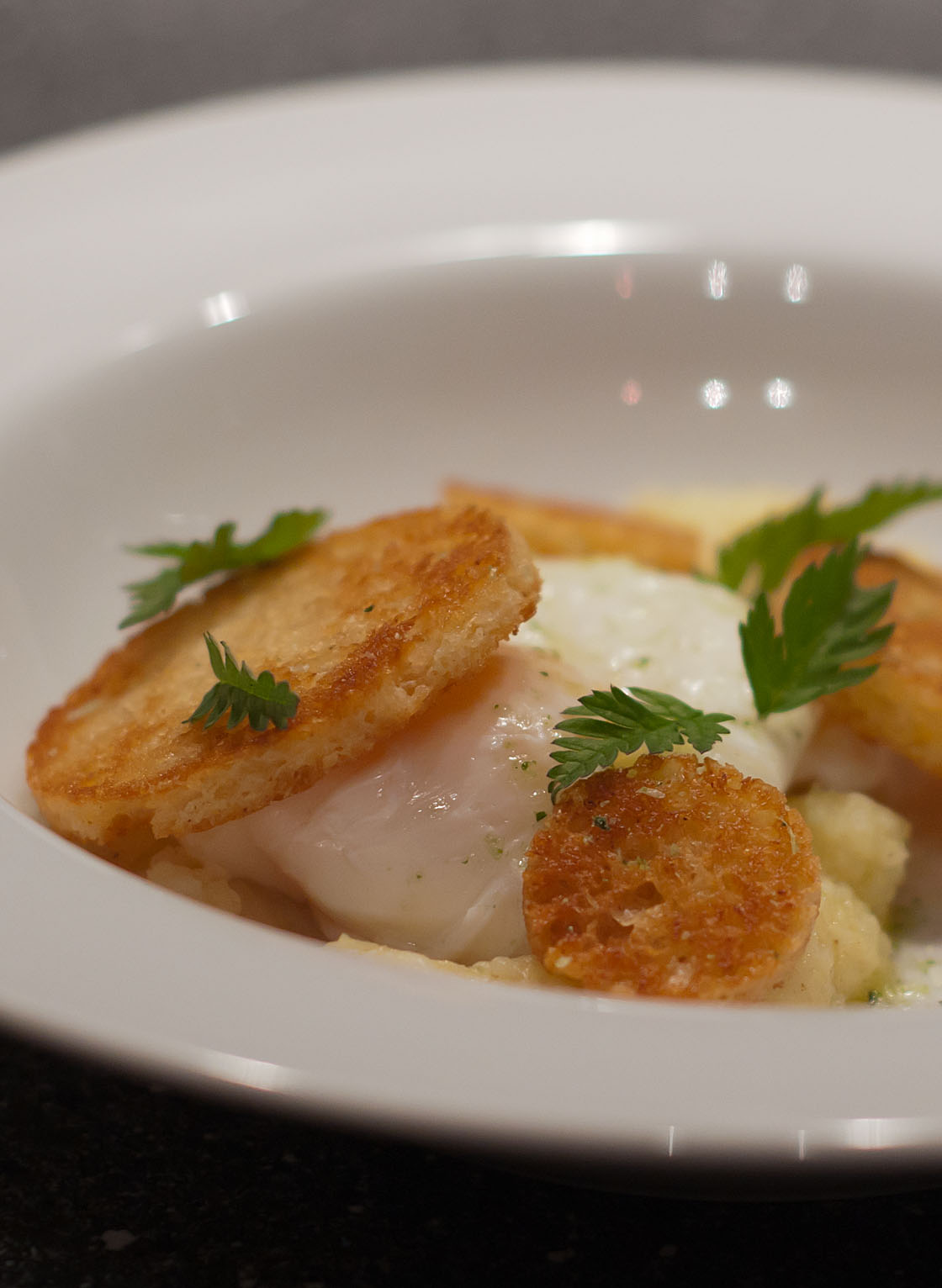 Pocheret æg, kartoffelmos og kryddercrouton Sjønnes Mad